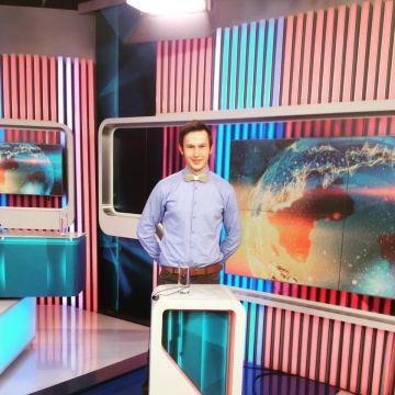 BeWooden - Jakub as TV anchorman