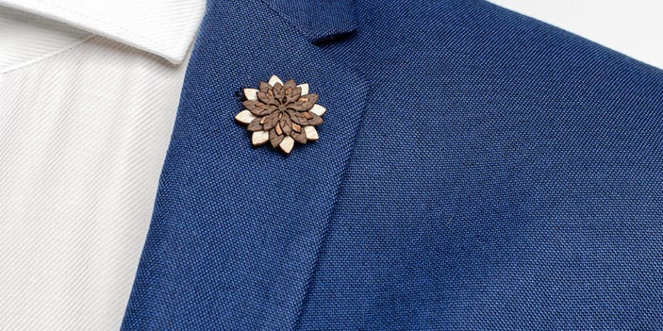 BeWooden - Lapel ornament Illa Flower for men on model