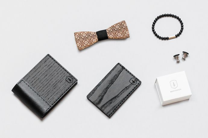 Combination of the BeWoooden Nox Tenebra wooden wallet, the Bellis wooden bow tie, the Tenebra Note cardholder, the Bellis bracelet and cufflinks