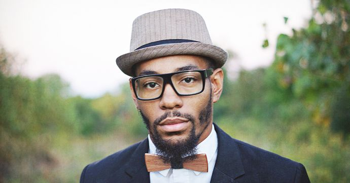 The musician Saxappeal with a hat and the Bellis wooden bow tie