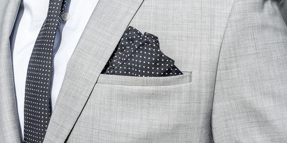 BeWooden - Man in a gray jacket with Coloo pocket square and Coloo Tie