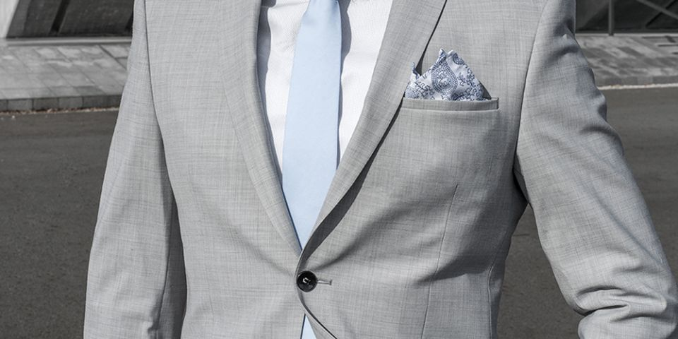 BeWooden - Man in a gray jacket with Shells pocket square and tie