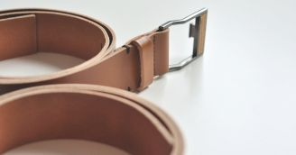 Functionality: Leather belt with a wooden detail