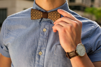 BeWooden - How to tie a bow tie - A step by step guide
