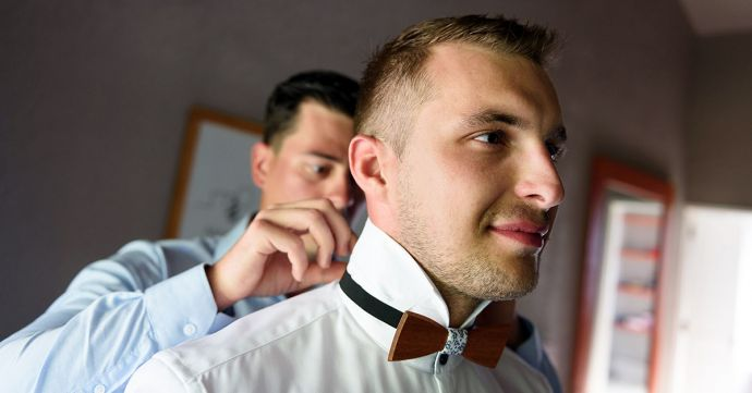 A wooden bow tie on your wedding